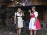 Amateurvideo 2 geile Milfs im Dirndl von SusiNRW