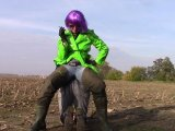 Amateurvideo Double Pissen, Waders Lady und ein Sklave in wellies von bondageangel