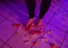 VickyCarrera - Food crushing