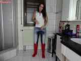 Amateurvideo XXL Jeans-Piss mit T-Shirt Gummistiefel Pippi Dusche von Annabel_Massina
