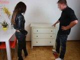 Amateurvideo Während er abspritzte rief seine Frau an, er fickte weiter von Annabel_Massina