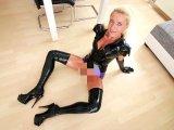 Amateurvideo Latex-Piss-Sperma-Fickstück pervers benutzt! XXL Pissrekord von Daynia
