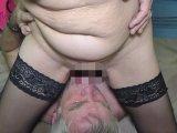 Amateurvideo User mit sehr viel Pisse betankt von SpermageileRita