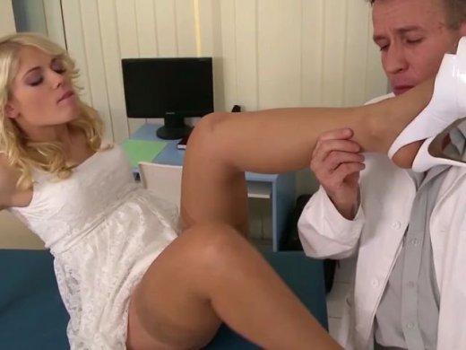 Perverser Fickbesuch beim Onkel Doktor