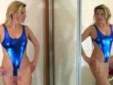 Amateurvideo Wetlook Badeanzug Anprobe vor dem Spiegel von sexyalina