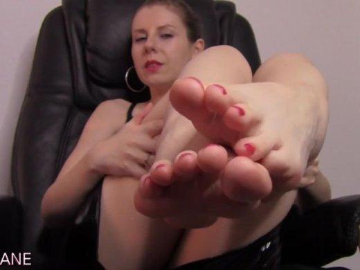 Amateurvideo Verwöhne meine Füße, Sklave! von Mary_Jane