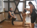 Amateurvideo Dominas mit ihnrem Sklaven Hund von crazydesire86