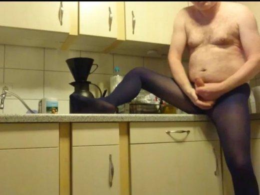 Kaffee kochen in Blauer Strumpfhose 1  FAN Video 5