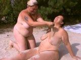 Amateurvideo Dicke Lesben spielen im Sand 1 von crazy1963