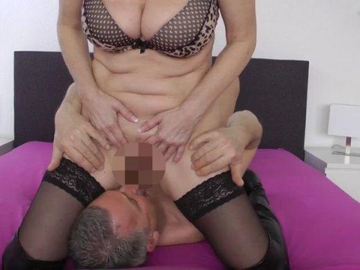 Amateurvideo Schluck mein Sperma und meine Pisse! from DirtyTina